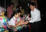 Đêm trung thu đến với trẻ nghèo