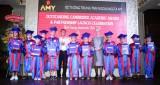 Khen thưởng gần 100 học viên đạt kết quả cao các kỳ thi tiếng Anh Cambridge