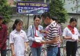 Trao học bổng cho học sinh, sinh viên nghèo hiếu học