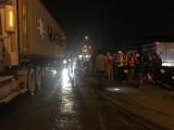 Xe máy sụp ổ gà ngập nước, người đàn ông bị xe container cán tử vong