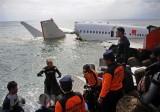 Indonesia xác định được vị trí 2 hộp đen của máy bay rơi
