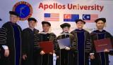 Đại Học Apollos, Mỹ trao bằng Tiến sĩ và vinh danh Giáo sư danh dự cho vợ chồng ông Huỳnh Uy Dũng