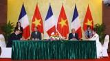 法国媒体密集报道法国总理爱德华•菲利普访越的消息