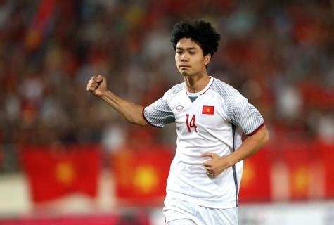 Công Phượng nhận giải cầu thủ xuất sắc nhất trận Việt Nam gặp Lào