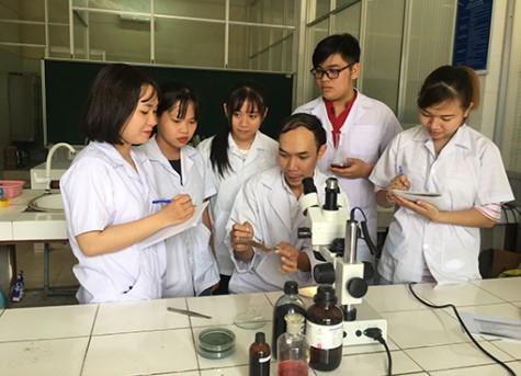 Thầy Trần Ngọc Hùng: Đam mê nghiên cứu khoa học