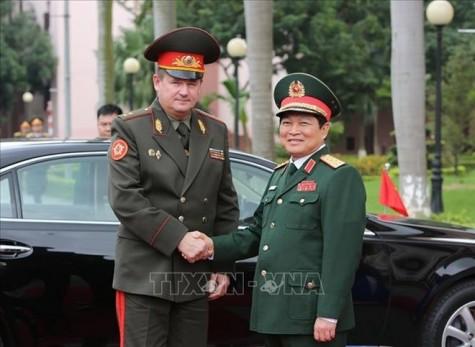 白俄罗斯国防部长开始对越南进行正式访问