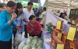 TX.Bến Cát: Hiệu quả từ phiên chợ nông sản an toàn