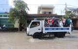 Công an Bình Dương giúp người dân ứng phó với cơn bão số 9