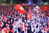 Hàng triệu người đổ ra đường cổ vũ khi Việt Nam vào chung kết AFF Cup