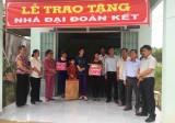 Trao tặng nhà Đại đoàn kết cho hộ nghèo ở xã Minh Hòa, huyện Dầu Tiếng