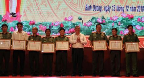Nhiều tập thể, cá nhân được khen thưởng trong thực hiện mô hình Đội Công nhân xung kích tự quản