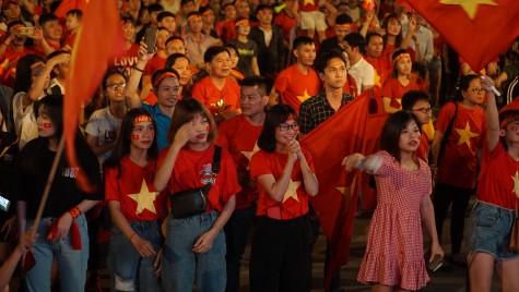 Người Bình Dương vui ngất ngây mừng chiến thắng của ĐTVN