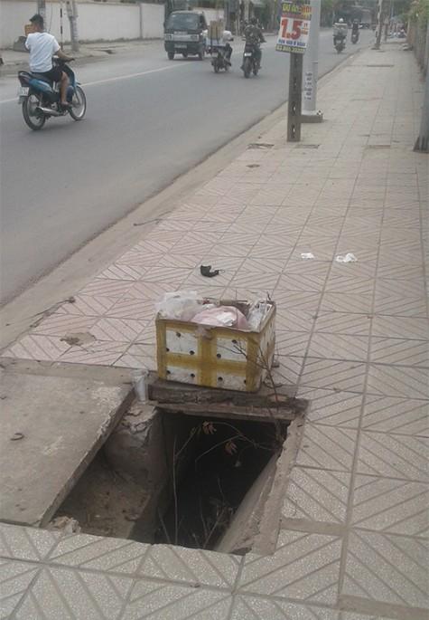 Hố ga gần cổng trường mầm non bị mất nắp
