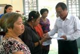 Lãnh đạo tỉnh thăm, tặng quà tết cho gia đình chính sách, hộ nghèo, trẻ  em có hoàn cảnh khó khăn