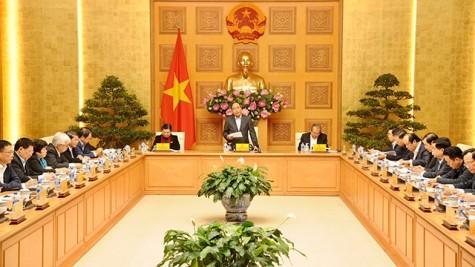 越南政府总理阮春福主持召开经济社会委员会第二次会议