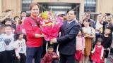 越南广宁省芒街市迎接从芒街国际口岸入境越南的200名国际游客