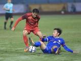 U23 Việt Nam giữ đôi chân trên mặt đất