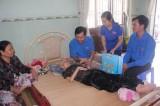 Chi đoàn Báo Bình Dương thăm và tặng quà mẹ Việt Nam anh hùng