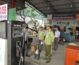 Phát hiện 2 mẫu xăng không đạt chất lượng tại một cơ sở kinh doanh xăng dầu tư nhân