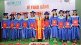 264 tân cử nhân và kỹ thuật viên nhận bằng tốt nghiệp