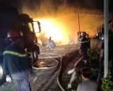 Công ty sản xuất bông gòn bốc cháy trong đêm