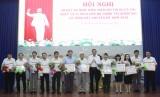 Tuyên dương các tập thể và cá nhân có thành tích xuất sắc trong thực hiện Chỉ thị 05 của Bộ Chính trị