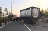 Xe container tông xe tải, nhiều người may mắn thoát chết