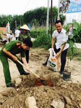 Phường Phú Mỹ, TP.Thủ Dầu Một: Ra quân dọn dẹp vệ sinh, trồng cây mừng sinh nhật Bác Hồ