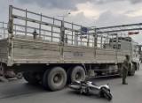 Va chạm với xe tải, một phụ nữ tử vong