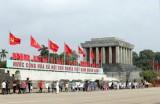 胡志明主席诞辰129周年:前来拜谒胡志明主席陵墓的游客达1万多人次