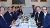 越南政府总理阮春福同瑞典首相斯蒂凡·洛夫文举行会谈