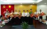 Lãnh đạo tỉnh trao quyết định về công tác cán bộ