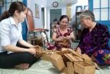 Người nặng lòng với nghề đan lát