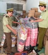 Thu giữ lô hàng quần áo lót nhập lậu trị giá hàng trăm triệu đồng