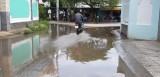 Đường bị ngập sâu khi trời mưa!