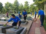 Chi đoàn cơ sở Sở Lao động - Thương binh và Xã hội: Dọn dẹp vệ sinh Nghĩa trang liệt sĩ tỉnh