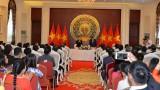 越南国会主席阮氏金银造访越南驻华大使馆