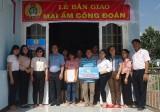 """Liên đoàn Lao động huyện Phú Giáo: Trao """"Mái ấm công đoàn"""" cho công đoàn viên"""
