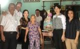 Lãnh đạo TP.Thủ Dầu Một thăm, tặng quà gia đình chính sách
