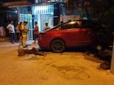 Ô tô gây tai nạn liên hoàn, 2 người đi xe máy nguy kịch