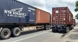 Xe container, xe tải đậu vô tội vạ trên đường Điện Biên Phủ: Tiềm ẩn nguy cơ gây tai nạn giao thông