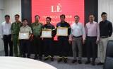 Giám đốc Công an tỉnh khen thưởng Đội Phòng cháy chữa cháy VSIP 2