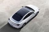 Hyundai Sonata dùng nóc xe làm nơi sạc điện