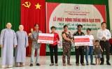 """Hội Chữ thập đỏ tỉnh: Vận động giúp đỡ trên 30.860 lượt trường hợp trong """"Tháng nhân đạo"""""""