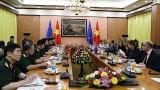 越南国防部部长吴春历会见欧洲委员会副主席