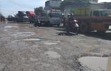 """TX.Thuận An: Cần sớm dặm vá """"ổ voi"""" trên đường ĐT743"""