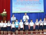 Tuyên dương giáo viên, học sinh giỏi và tặng học bổng cho học sinh vượt khó