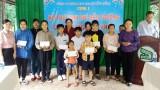Trao kinh phí hỗ trợ đến trường cho con công nhân lao động ngành cao su