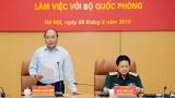 越南政府总理阮春福与国防部举行工作会议