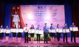 """Thị đoàn Thuận An: Tuyên dương 24 gương điển hình """"Thanh niên tiên tiến làm theo lời Bác"""""""